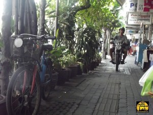 Sidewalks are accessible for everyone at Pratunam Market Bangkok:)
