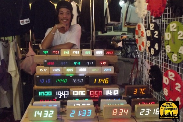 Do you know what time it is @ Siam Night Market!!