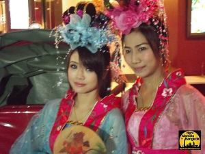 Pretty Chinese Girls in Chinatown Bangkok