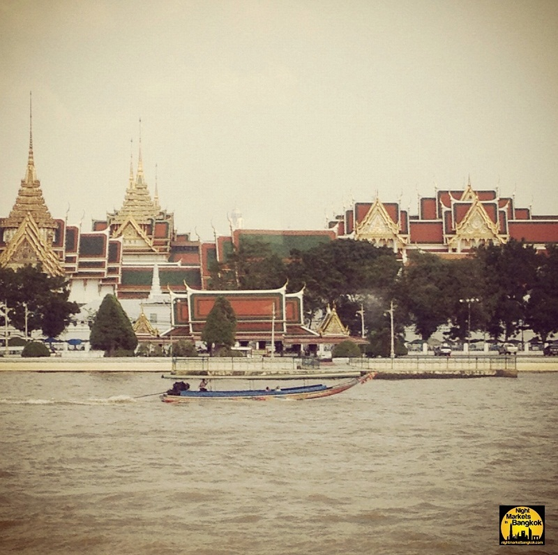 I dream of having my own long tail boat..This was at Chao Praya River, Grand Palace