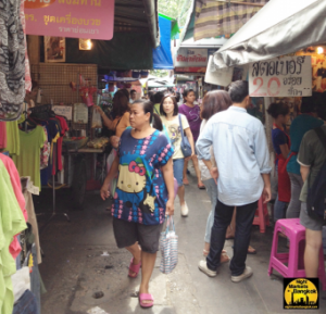 Shopping at Wang Lang Market