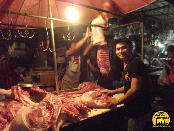 This guy was really nice.. Lots more moo at Klong Toey Market!!
