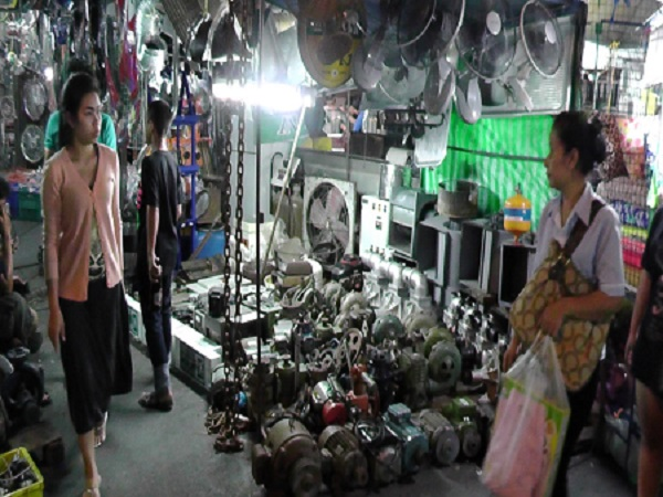 Many different Car Parts at Khlong thom Market