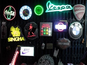 Some great Beer and neon lights at the Khlong Thom Market